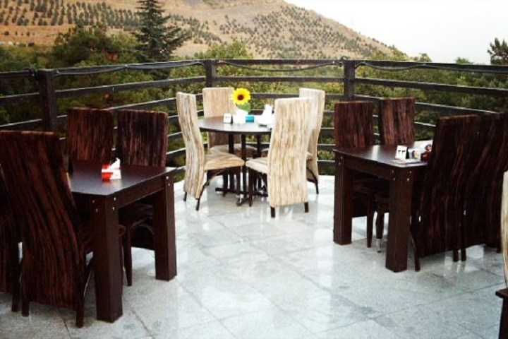 غذا خوردن در رستورانهای سنتی و محلی در پارک جمشیدیه