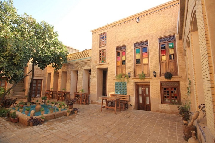 خانه سنتی ماه منیر | یکی از زیباترین بوم گردی های شیراز