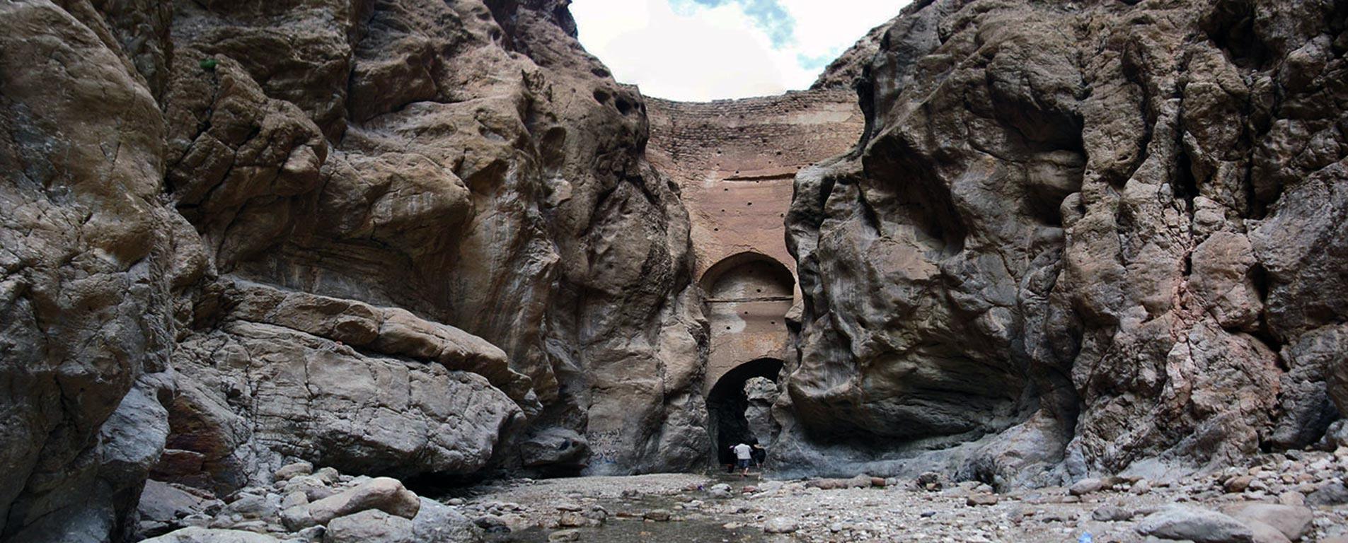 سد شاه عباسی در طبس، نازکترین و قدیمیترین سد قوسی جهان