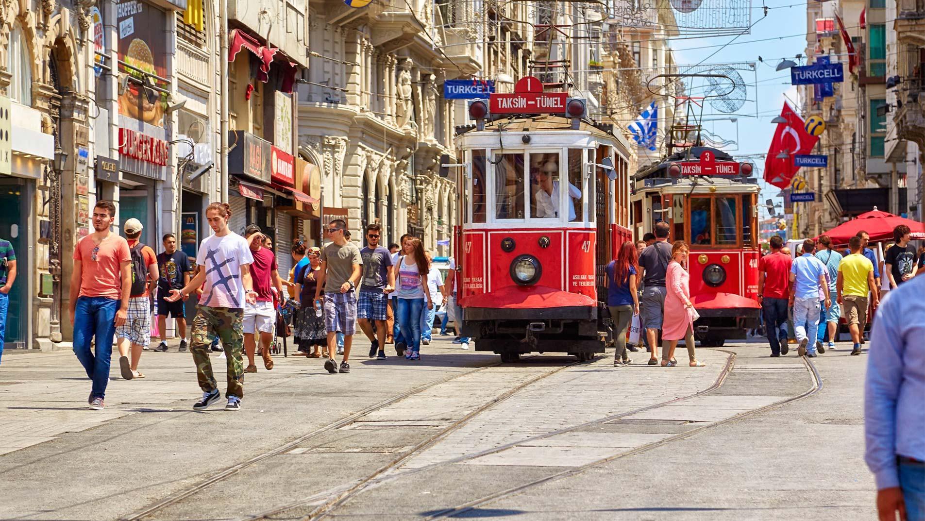 خیابان استقلال استانبول ، گشت و گذار و خرید در قلب تپندهی شهر