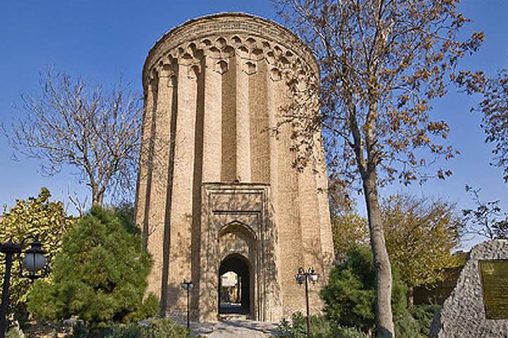 آرامگاه ابن بابویه، برج طغرل
