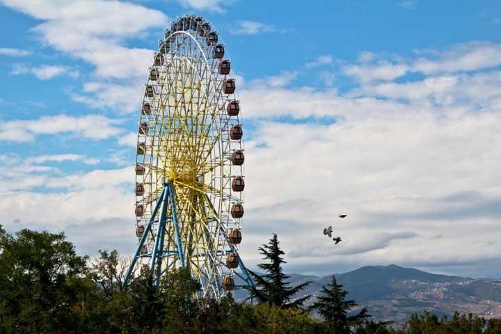 شهربازی متاتسمیندا | مراکز تفریحی گرجستان