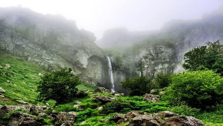 آبشار ورزان ، تجربه خنکای پاییز در گرمای تابستان