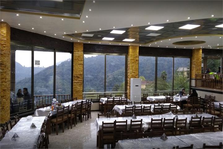 فضای داخلی رستوران خاور خانم