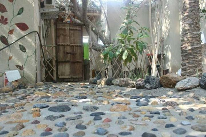اقامتگاه باغ آیینهای زینت