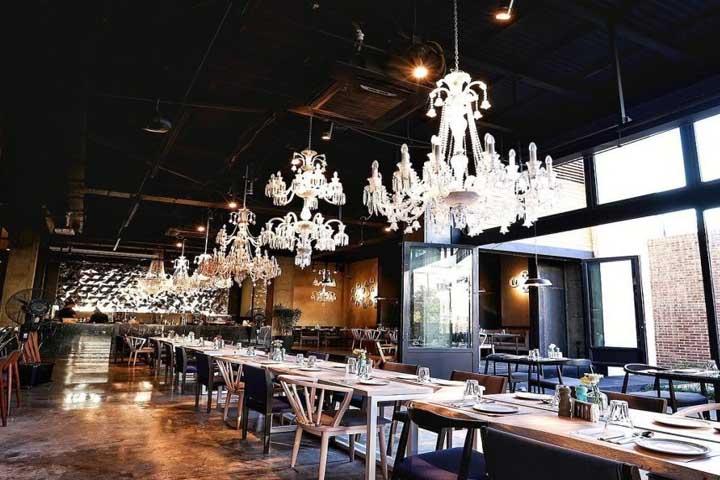 رستوران چراغان