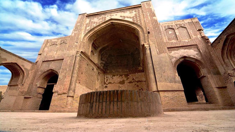 مسجد جامع فرومد ، مسجدی مجلل، تاریخی و پرنقش و نگار