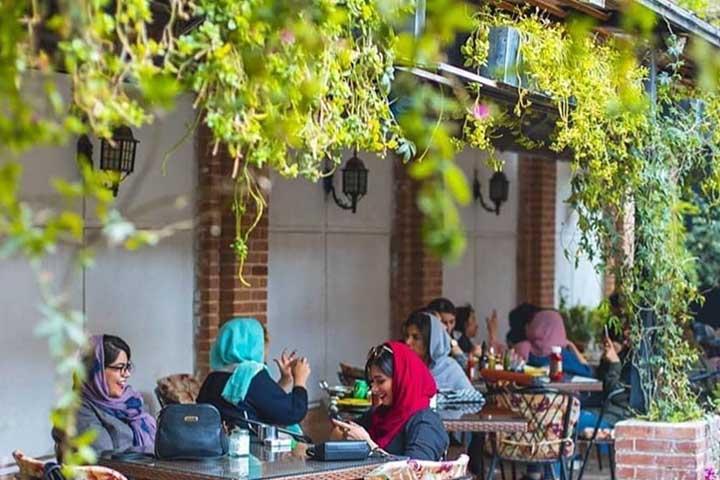 فضای باز کافه