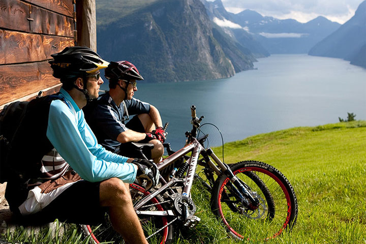 هتل، هاستل یا کمپینگ | سفر با دوچرخه