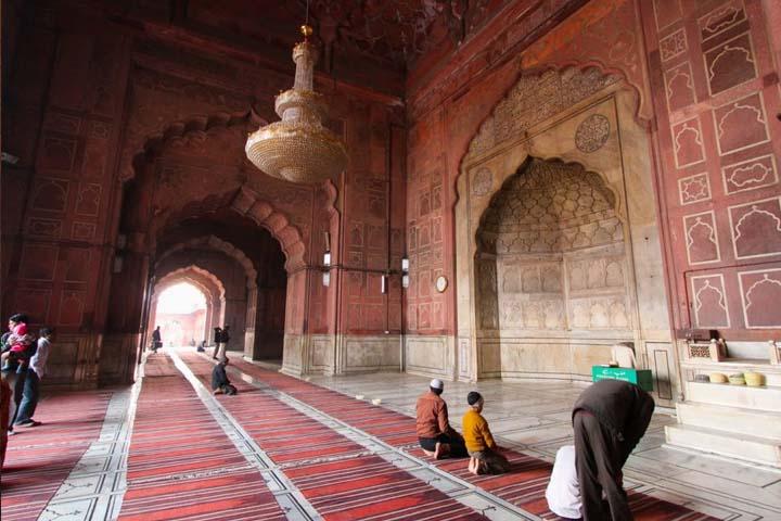 نمای داخلی مسجد جامع