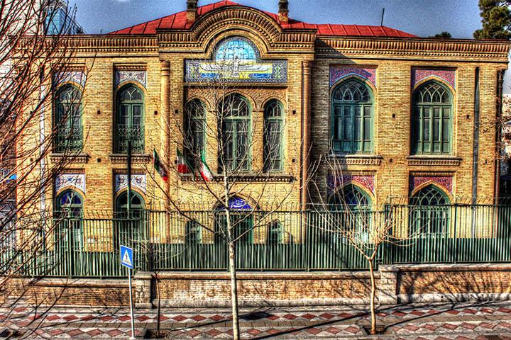 دبیرستان فیروز بهرام | جاذبه های اطراف خیابان سی تیر