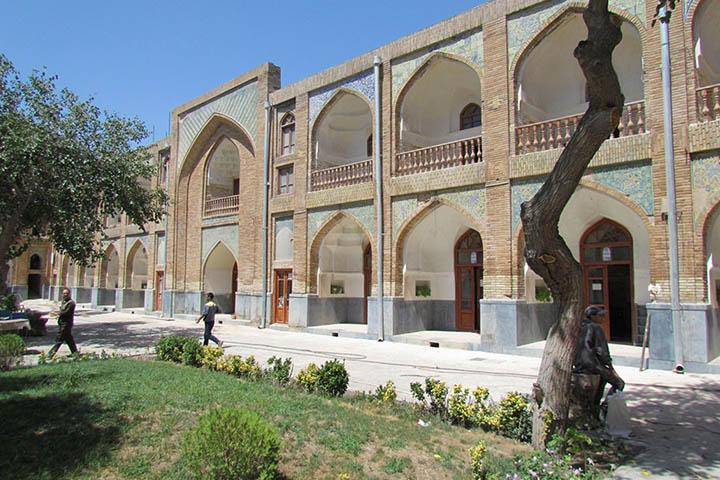 مدرسه عباسقلی خان | مکان های دیدنی مشهد