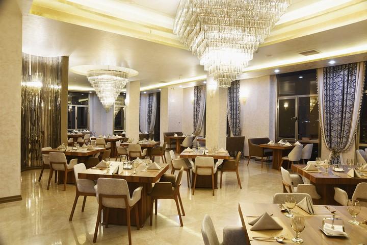 کافه های غرب تهران ، از دورهمیهای دوستانه تا قرارهای کاری