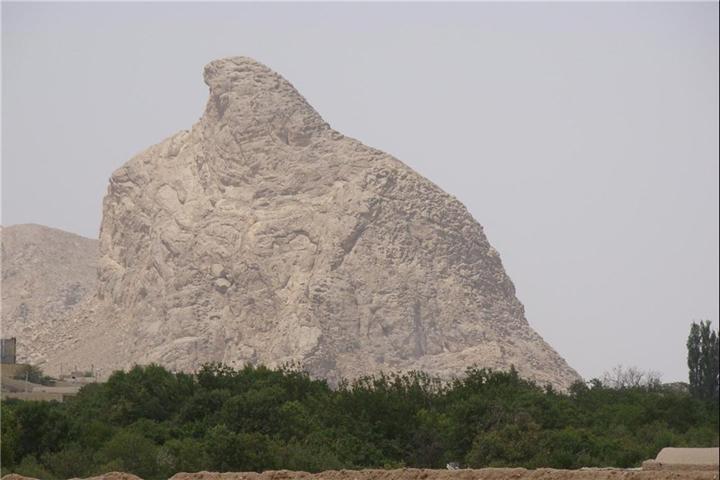 کوه عقاب   جاهای دیدنی تفت