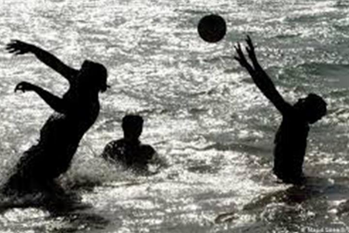توپ بازی در آب