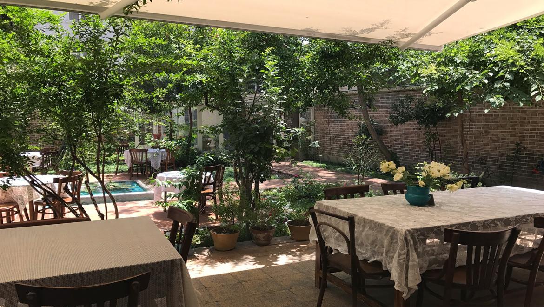 کافه تهرون ویلا ، یادآور صفا و صمیمیتِ خانههای تهران قدیم