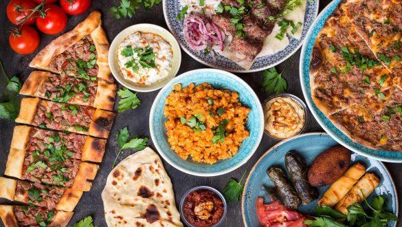 کاور رستوران های خیابان استقلال استانبول
