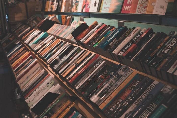 بهترین کتاب فروشی های تهران - آدینه بوک