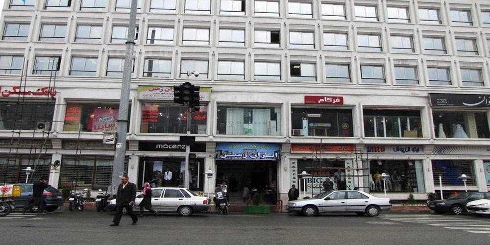 مرکز خرید ایران زمین ؛ نگینی میان دو انگشتر