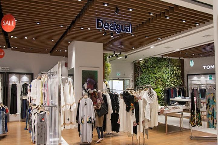 برندها و کالکشنهای جذاب در مرکز خرید روشا
