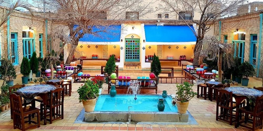 اقامتگاه بوم گردی سرای سنتی هاتف اصفهان ، اقامتی در چند قدمی نقش جهان