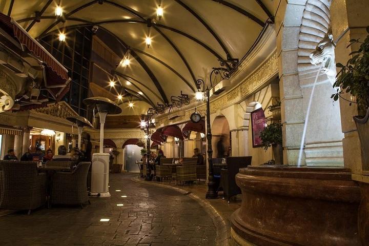کافه رستوران ویکولو | کافه های خیابان فرشته